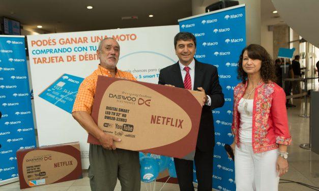 Banco Macro entregó los primeros premios por consumo con tarjeta de débito.